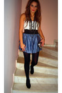 Blue-skirt-white-blouse-black-shoes-black-accessories