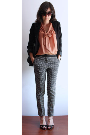 nude H&M blouse - black H&M blazer - black Mango pants