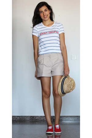 navy H&M hat - beige H&M shorts - blue BLANCO t-shirt - red vICTORIA sneakers