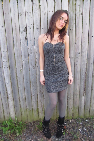 gray papaya dress - black studded straps Steve Madden boots