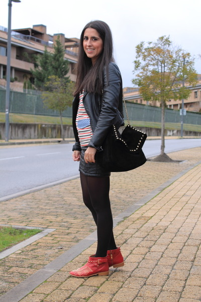 black bag - ruby red boots - black skirt - navy t-shirt