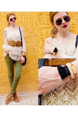tawny SIMILAR boots - black BLENDERS sunglasses - beige SIMILAR blouse