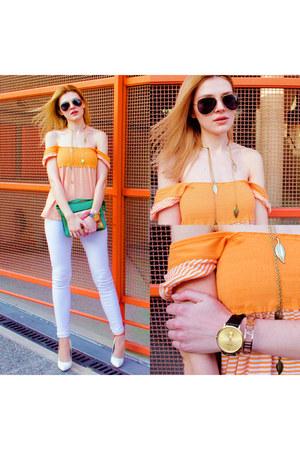 gold The Peach Box bracelet - black BLENDERS sunglasses - gold Yoins necklace