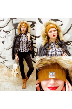 tawny SIMILAR boots - tawny BARTS PARKER BEANIE hat - black Bershka jacket