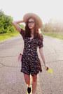 Tan-unknown-brand-hat-light-pink-thrifted-vintage-purse-cream-charlotte-russ