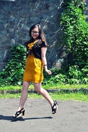 mustard Gaudi dress