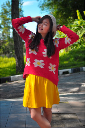 yellow skater GOWIGASA skirt - red daisy prints romwe sweater