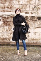 black turtleneck H&M coat - navy heels pull&bear jeans
