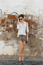 ivory ankle strap Mango shirt - camel white shirt pull&bear shorts