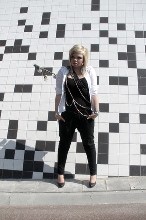 white H&M blouse - black H&M top - black Ichie pants - black Dolcis shoes