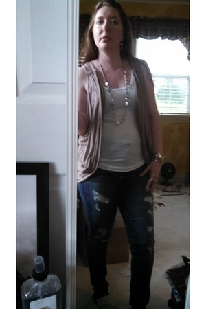 beige Body Central vest - distressed American Eagle jeans