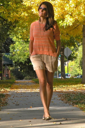 beige light trouve shorts - light orange banana republic sweater
