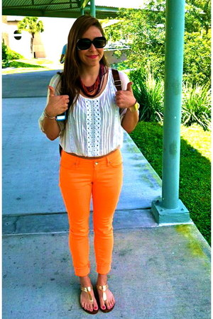neon orange Hybrid & Company jeans - gold Michael Kors shoes