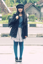 black cotton trench Zara coat - black beret Ebay hat