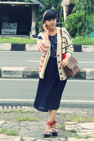 beige striped QQone cardigan - blue mickey Centro dept Store scarf