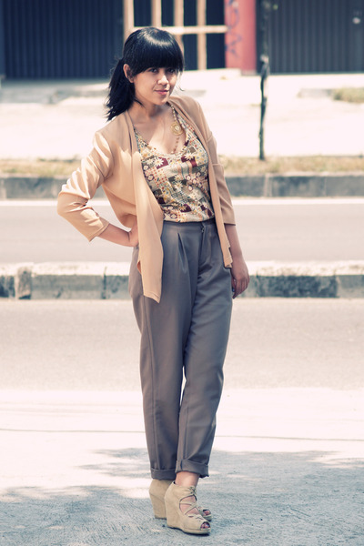 beige Miint shoes - beige tie-waist khaki bloop endorse pants