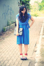 Blue-polkadot-vintage-dress-black-yves-saint-laurent-bag