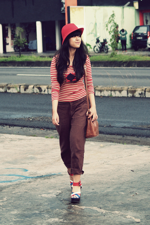 red Secondhand t-shirt - Topshop shoes - red wool cloche Forever 21 hat