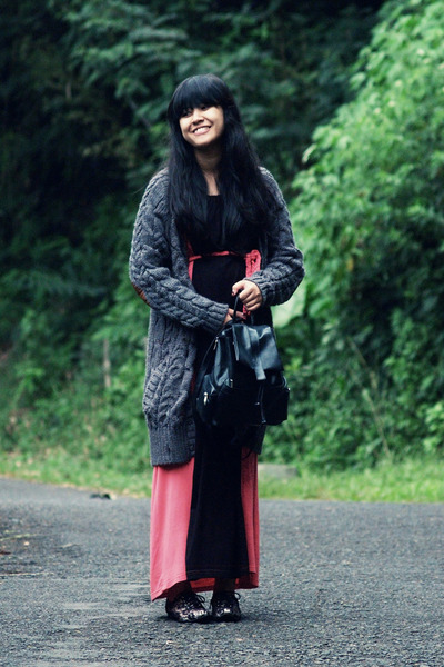 charcoal gray Zara cardigan - black pink maxi Friday to Sunday dress