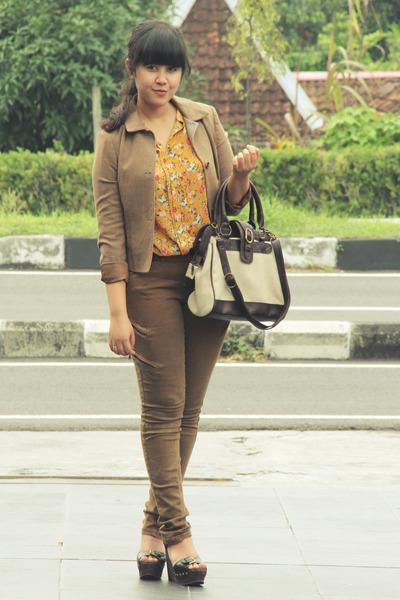 mustard noona blouse - light brown biker skinny Topshop jeans