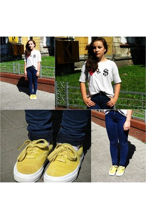 heather gray house t-shirt - navy Zara jeans - yellow Vans sneakers