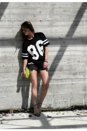 Zara bag - mikyri bracelet - Romwecom t-shirt