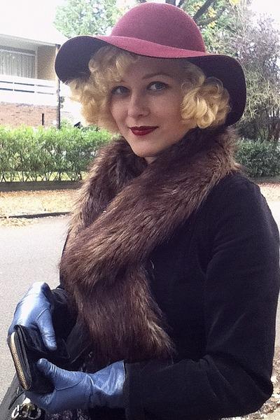 blue vintage gloves - maroon H&M hat