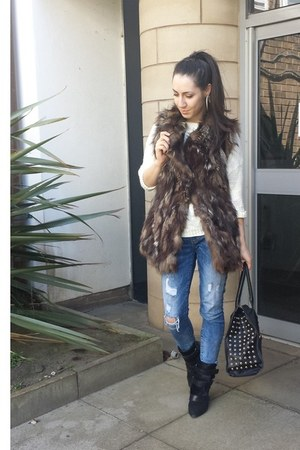 black pony hair Isabel Marant boots - ragged jeans - light brown fox fur jacket