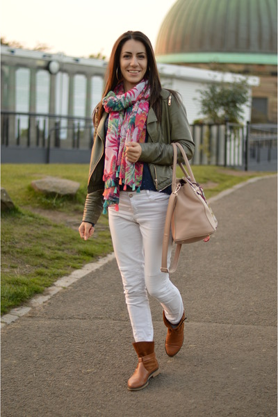 White Stradivarius Jeans, Tawny Rock Accent Boots, Olive ...