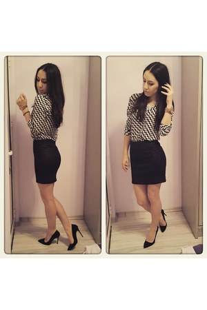 black skirt - shirt - black pointed suede heels
