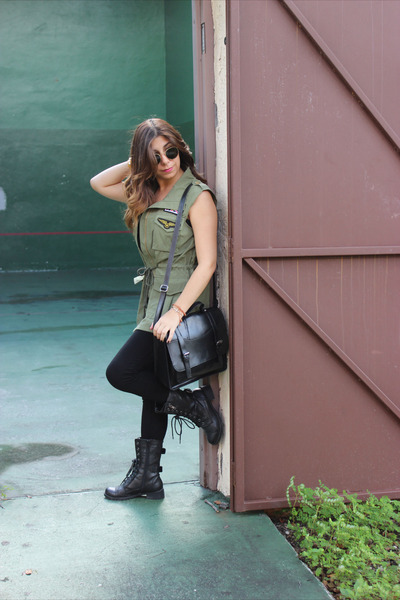 Agaci boots - Michael Kors leggings - Target bag - Ray Ban sunglasses