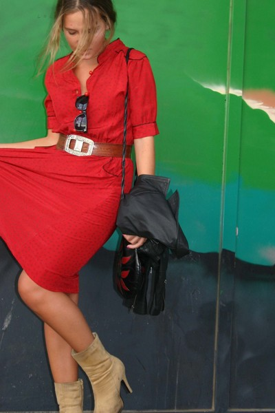 red vintage dress - brown high heels Pilar Burgos boots