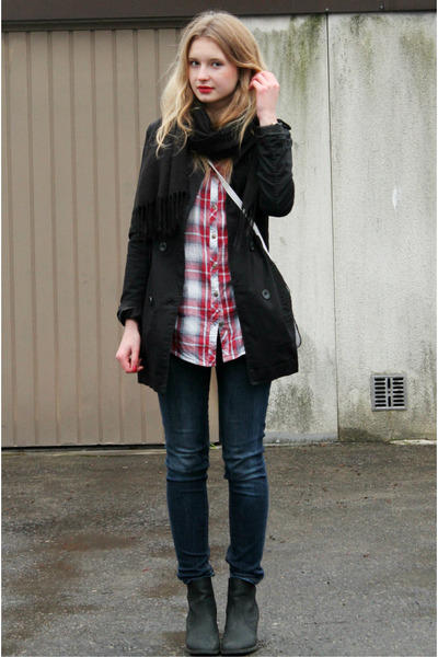 black Amisu coat - H&M jeans - ruby red Atmosphere shirt
