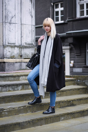 black vintage coat - sky blue H&M jeans - black Zara bag