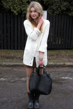 H&M skirt - Amisu sweater - Manzana bag - Perfois watch