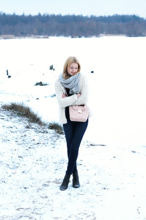 neutral H&M coat - navy second hand sweater - light pink Mohito bag