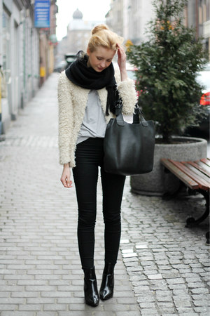 black H&M jeans - beige H&M coat - black Manzana bag - black labotti heels