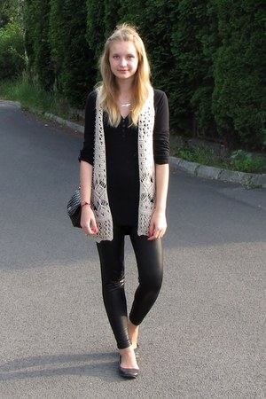 black shoes - black leggings - black bag - neutral vest - black t-shirt