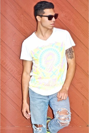 neon Volga Verdi t-shirt - light blue ripped Levis jeans