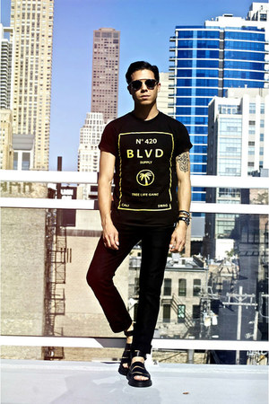 black BLVD Supply t-shirt - black Dr Martens sandals