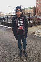 Dr Martens boots - RVCA jacket - Ray Ban sunglasses - Urban Outfitters pants