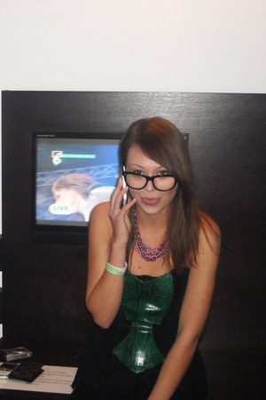 Ray Ban glasses - Dyrberg Kern necklace - snake top
