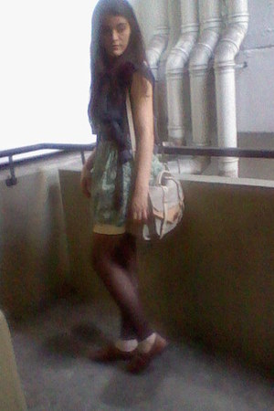 Arezzo shoes - Arezzo purse - le lis blanc skirt