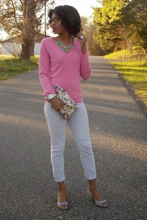 pink cotton New York and Company sweater - white kitten heel Forever 21 shoes