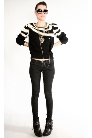 black vintage sweater - black jeans - black sam edelmen boots - gold necklace
