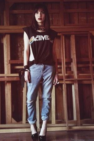 cream fur vintage coat - blue boyfriend Mudd jeans - black studs medium necklace