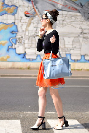 orange neoprene Manoush skirt - blue leather Kate Lee bag