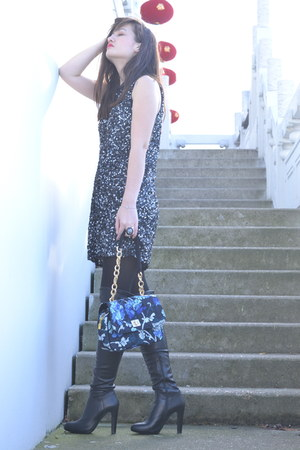 blue floral Manoush bag - black leather Minelli boots