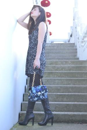 blue floral Manoush bag - black leather Minelli boots