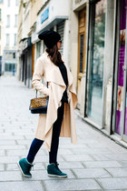 beige La Modeuse jacket - blue and brown Manoush bag